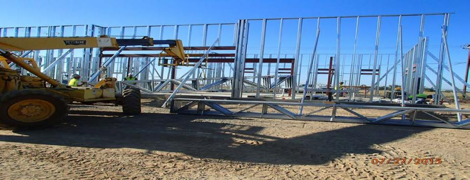 Erecting the truss for the new Bufferlands building (July 2015)